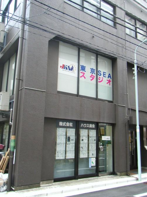 東京SEAスタジオ 窓ガラスサイン