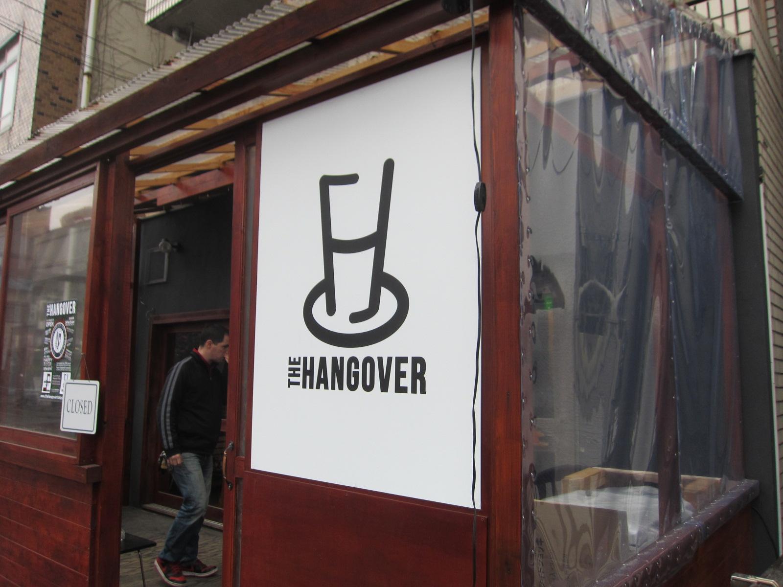 THE HANGOVER ロゴサイン