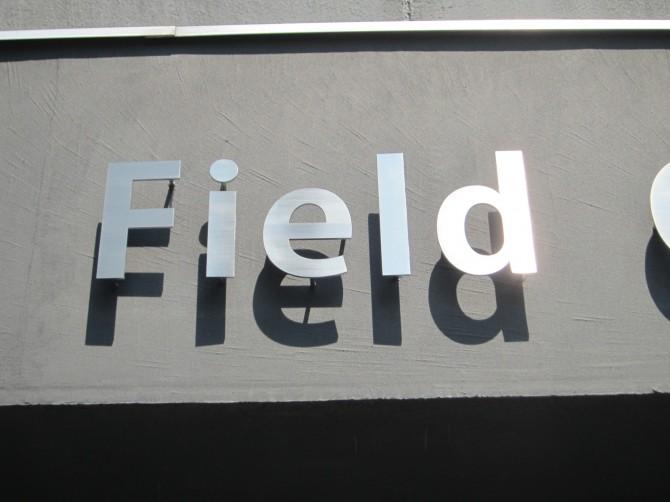 ステンレス切り文字サイン Field部分