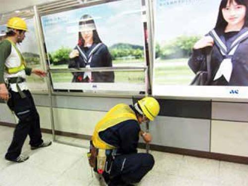 交通広告サインボード・駅の看板工事の施工について