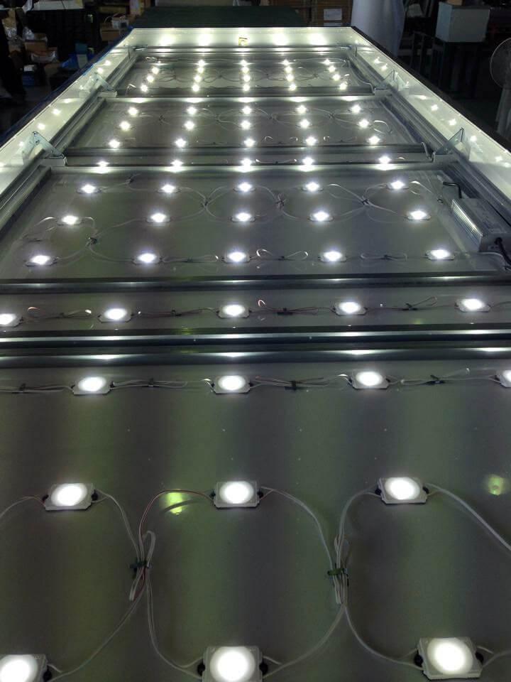 LED 壁面電飾看板 内部