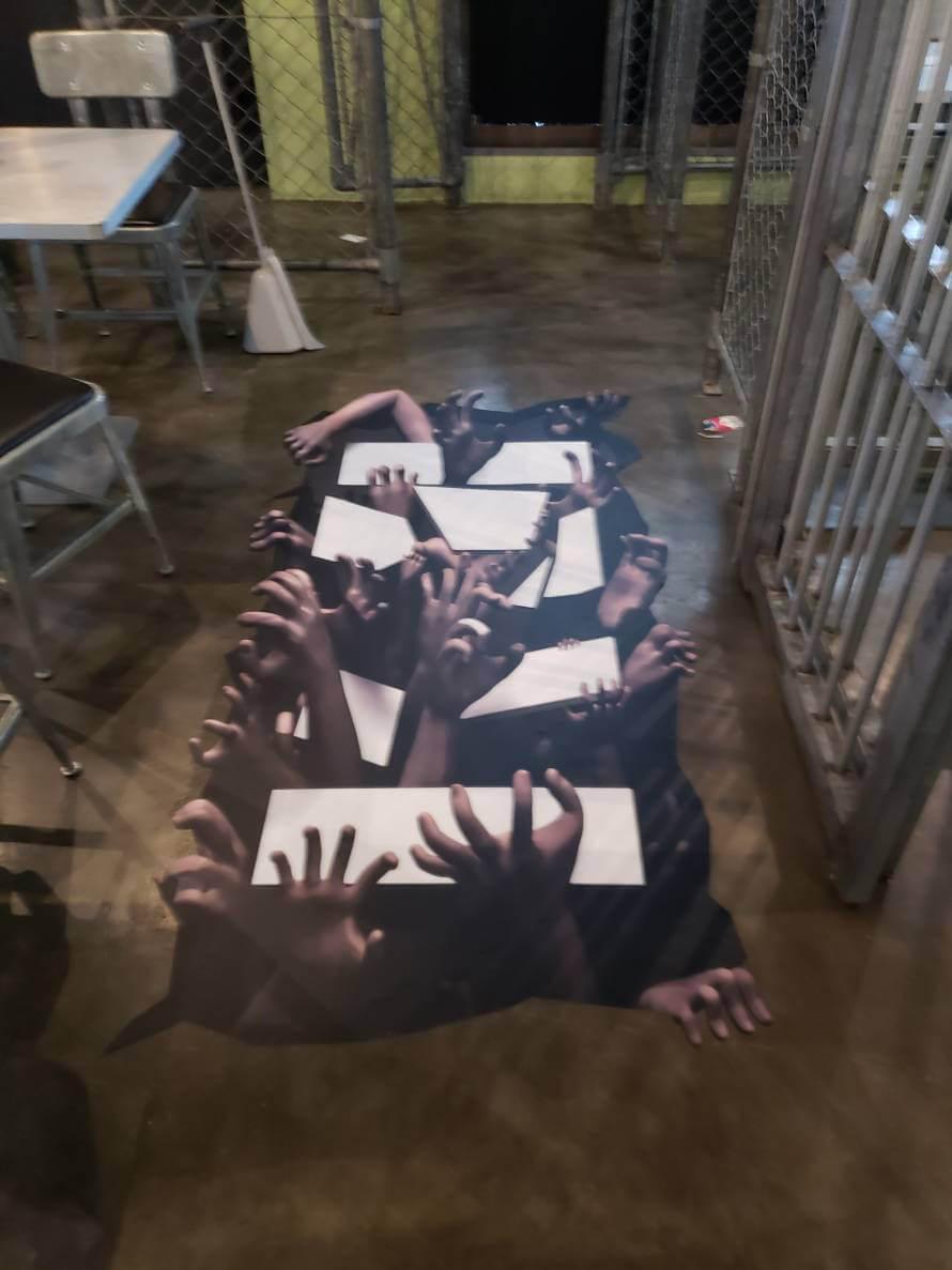 Okinawa Prison様の手が湧いて出てくるトリック3Dアート